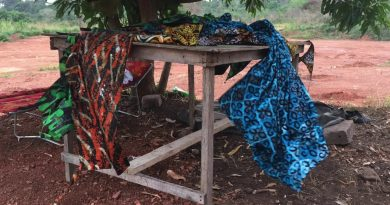 Au Ghana, on revalorise la culture locale grâce à l'art traditionnel du batik