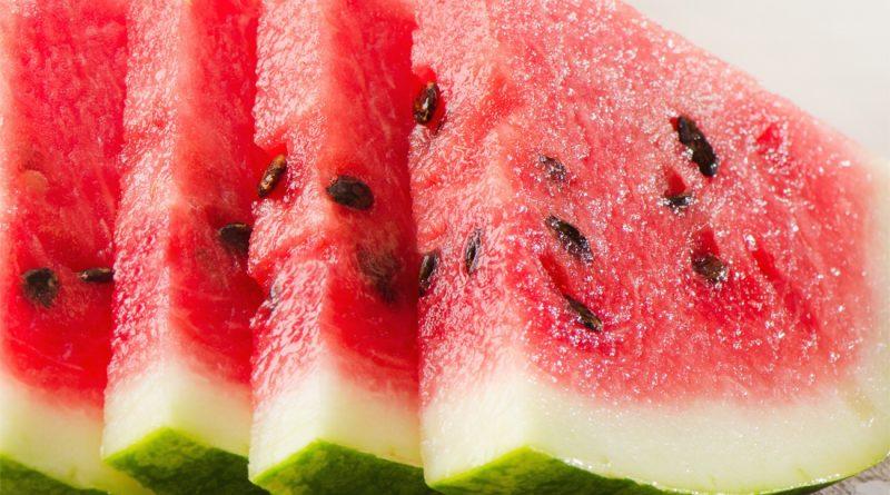 SANTÉ : Les 10 fruits les plus riches en eau