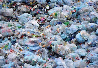 [REPORTAGE] COMMENT LE PLASTIQUE POLLUE L'ENVIRONNEMENT ET SE RETROUVE DANS NOS REPAS