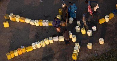 L'EAU, CETTE RESSOURCE RARE DONT LES VILLES AFRICAINES ONT LE PLUS BESOIN POUR LUTTER CONTRE LE VIRUS…