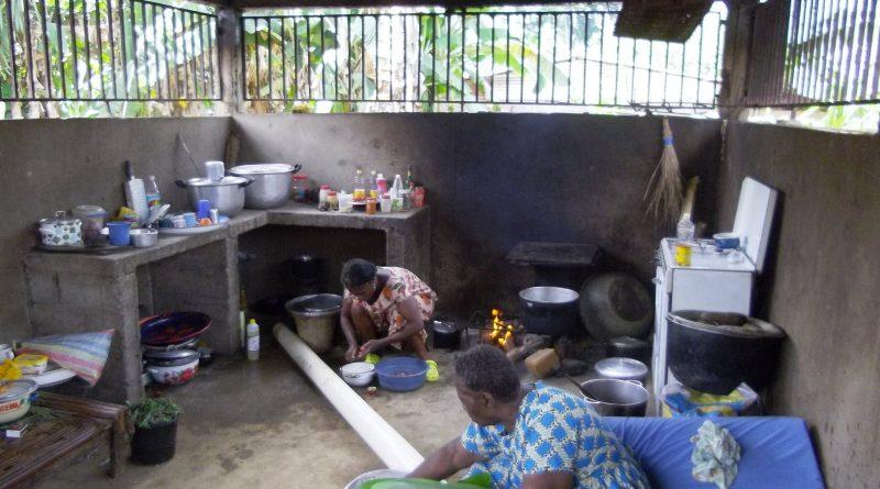 AU CAMEROUN, LA RECETTE DU « MBONGO » SE TRANSMET DE MÈRE EN FILLE
