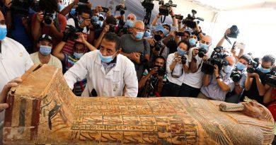 DES ARCHÉOLOGUES ÉGYPTIENS RÉVÈLENT LA DÉCOUVERTE DE 59 ANCIENS SARCOPHAGES