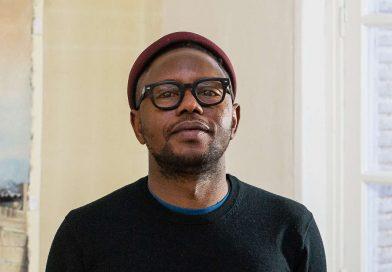 ART CONTEMPORAIN : CHEIKH NDIAYE, LE TOUCHE-À-TOUT QUI IMMORTALISE LES CINÉMAS AFRICAINS DISPARUS